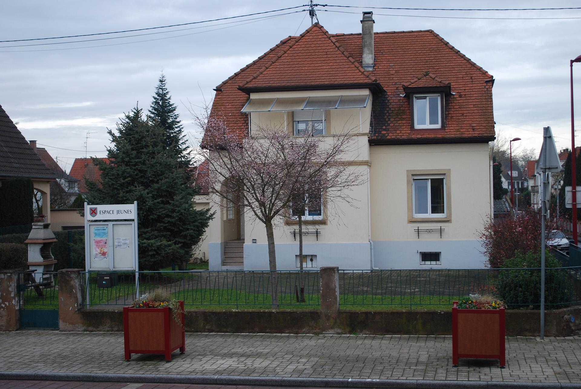 Jeunesse Mairie De Mundolsheim Alsace Bas Rhin 67